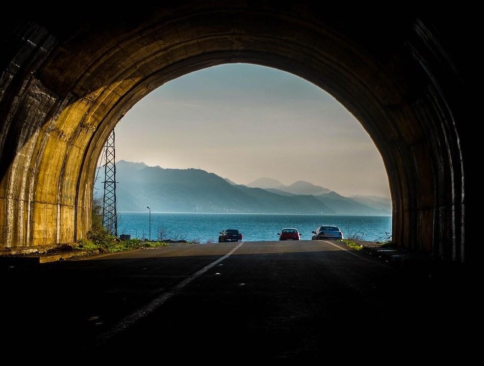 tunnel-2242714_393_300